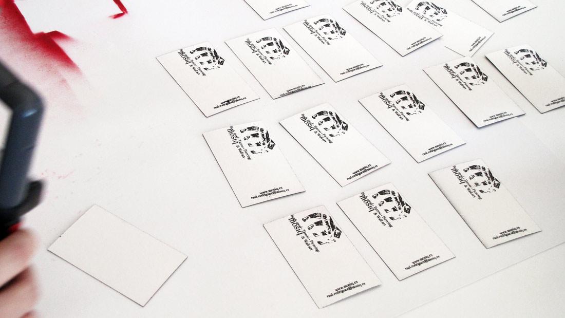detalle creación diseño de tarjetas de visita de mosiq body mod tattoo piercing & wall art