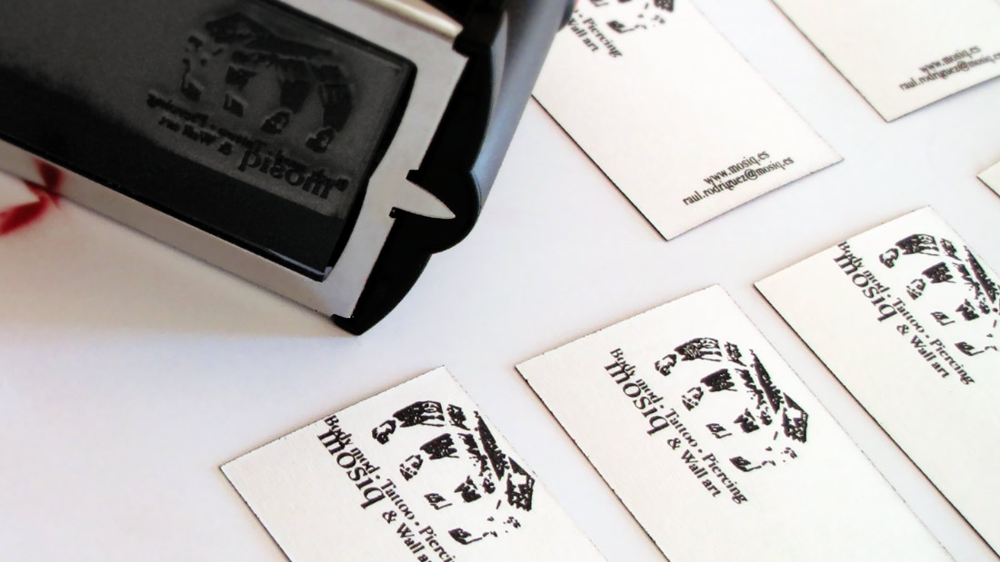 cuño corporativo para mosiq body mod tattoo piercing & wall art