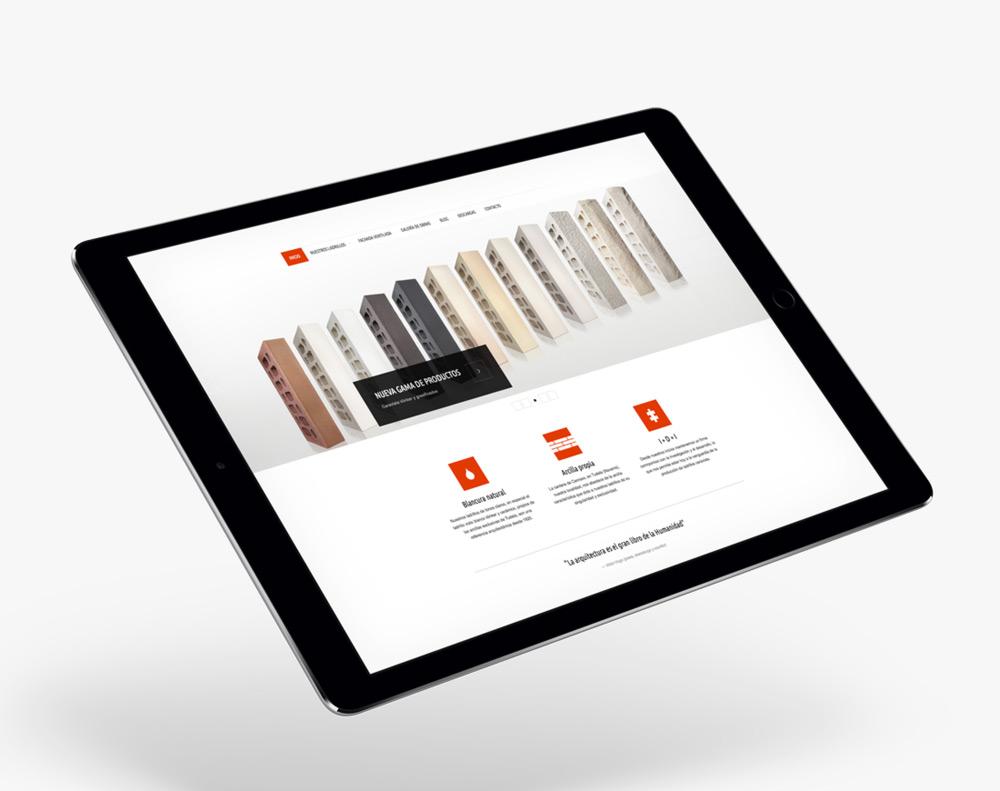 presentación diseño página web de producto de construcción Cerámica Añón en ipad