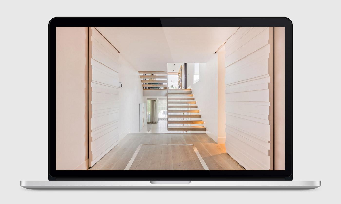presentación de diseño y programacion de pagina web para Disak Estudio dedicado al diseno de interiores de lujo presentación de proyecto en laptop
