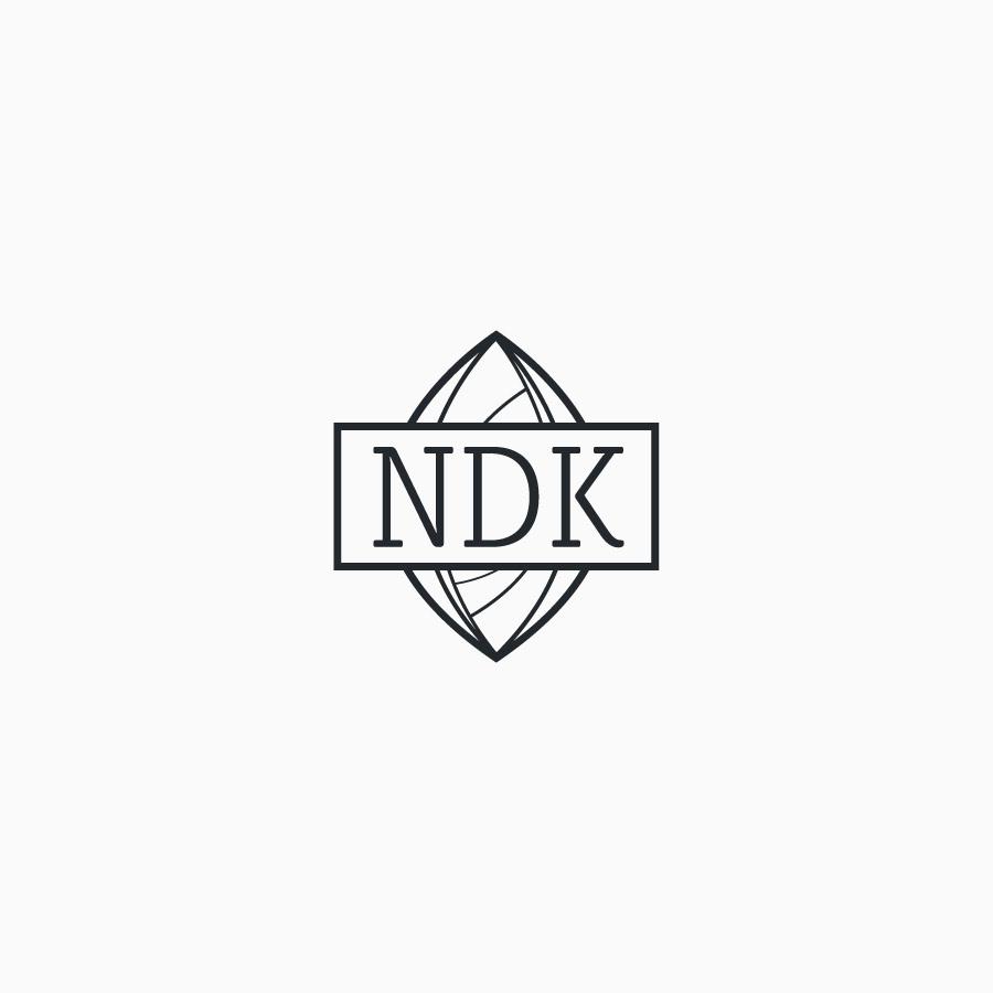 diseño de logotipo de NDK Growshop blanco y negro
