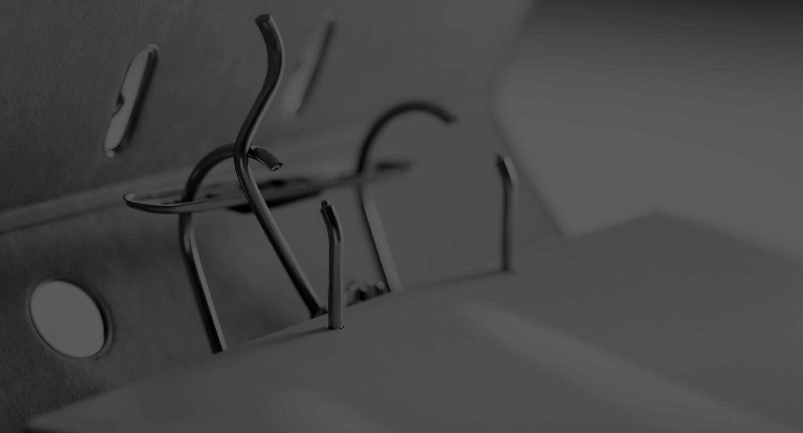 archivador abierto blanco y negro