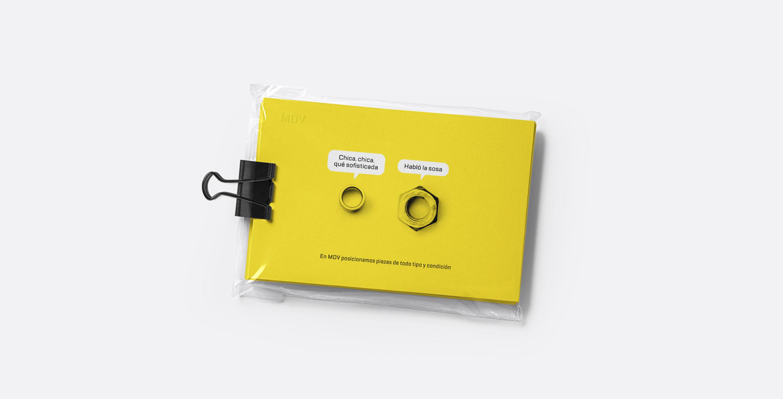Presentación de campaña para MDV de impresiones de creatividad piezas parlantes versión tarjetas
